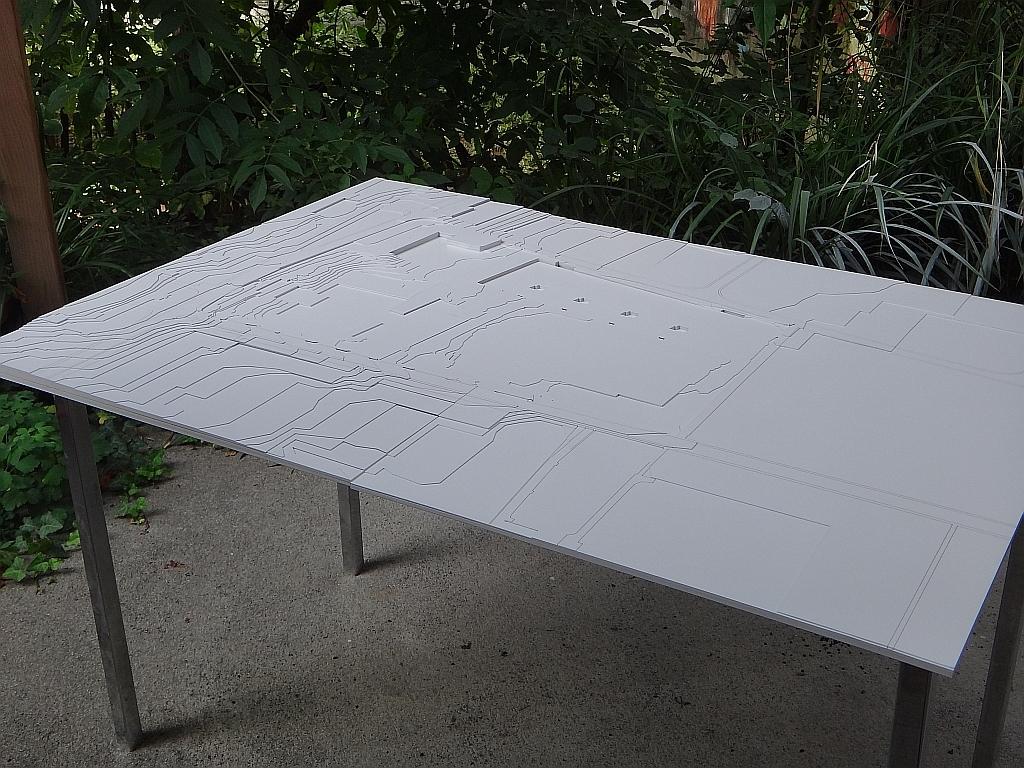 Maquette de terrain en carton blanc
